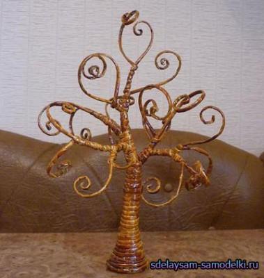 Изделия из газетных трубочек, дерево из бумаги
