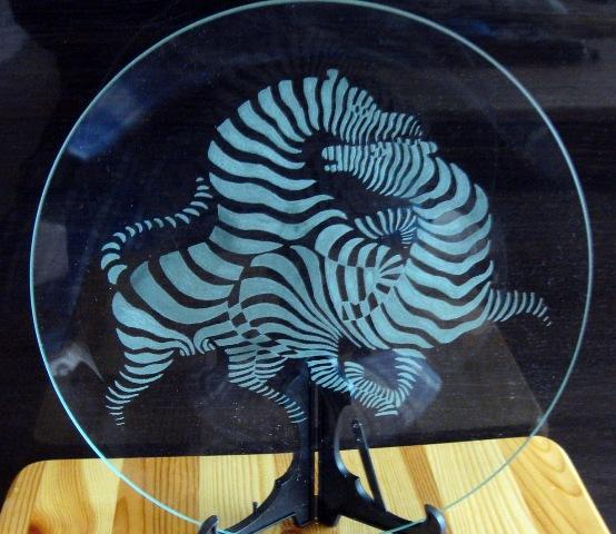 Лазерная гравировка на стекле