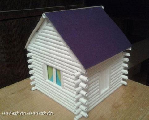 Древесный дом построенный из нормальной бумаги