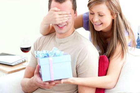Как выбрать подарок на 23 февраля любимому человеку?