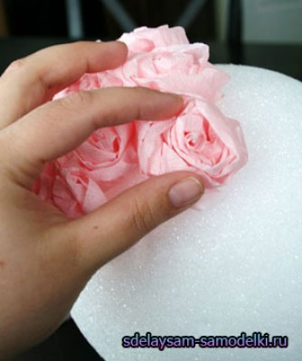 Навесной шар из картонных цветов - родными руками