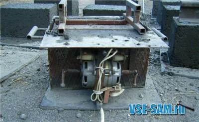 Шлакоблочная машина с вибратором