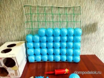 Панно из воздушных шаров на сетке