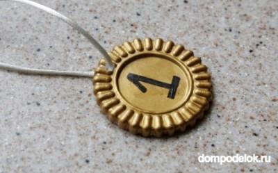 Медаль из гипса