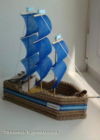 Кораблик из коктейльных трубочек. Фальшивки из трубочек