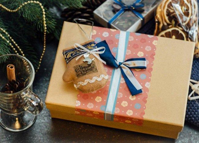 Корпоративные подарки: что можно подарить коллегам